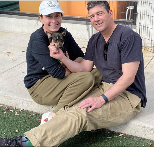 Kyle Chandler with pet dog and his wife